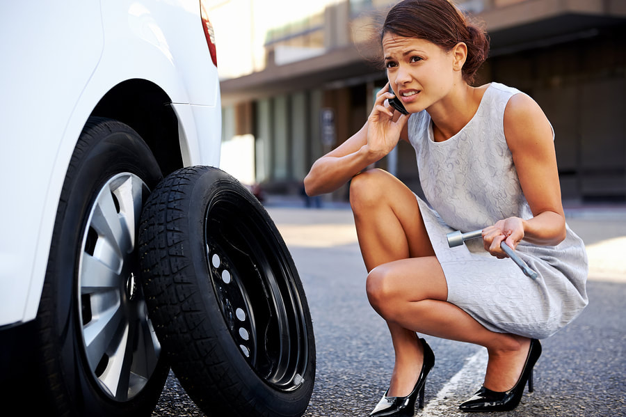 a lady taking call to ask help for flat tire
