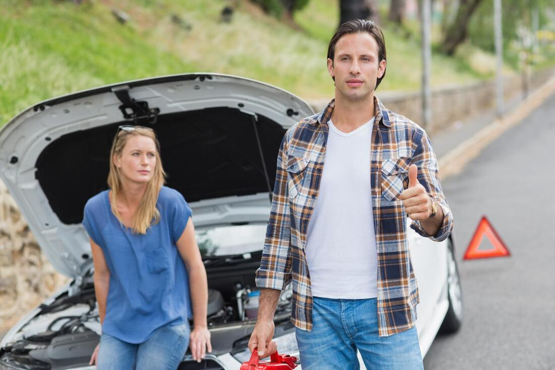 couple needing a roadside assistance